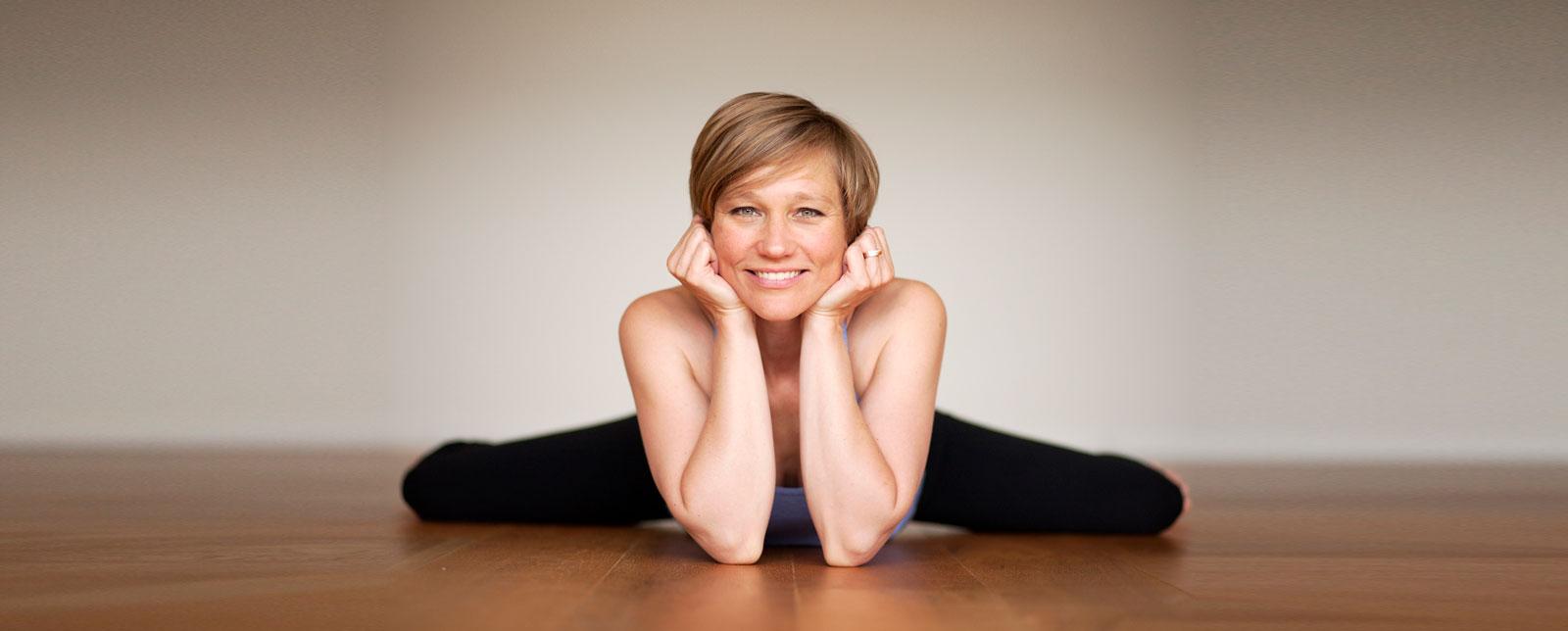 Yin Anatomy Teacher Training Online with Ekhart Yoga